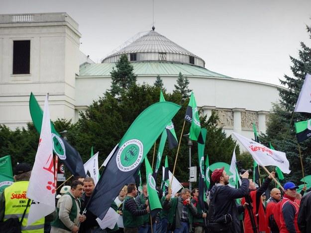 Górnicy przyjechali do Warszawy, aby wysłuchać expose premier Kopacz /Michał Dukaczewski / RMF FM /RMF FM