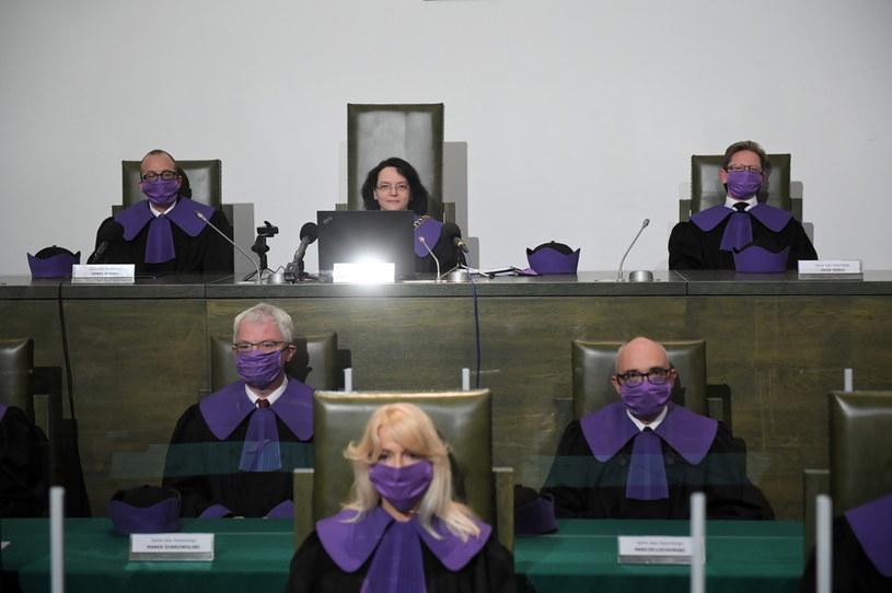 (Górny rząd L-P) Sędziowie Sądu Najwyższego: Paweł Księżak, Ewa Stefańska i Jacek Widło podczas posiedzenia Sądu w Warszawie / Radek Pietruszka   /PAP