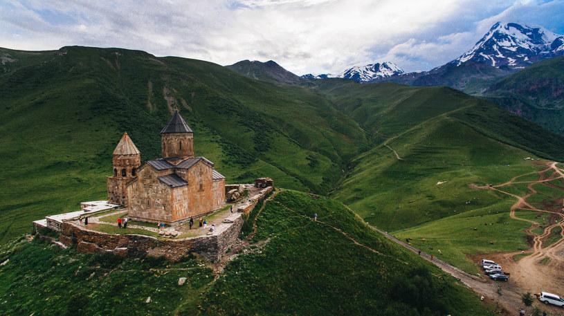 Góry Kaukazu dominują w krajobrazie Gruzji /123RF/PICSEL
