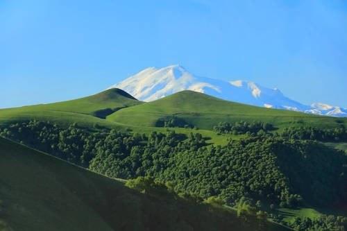 Góry Kaukazu /Value Stock Images /East News