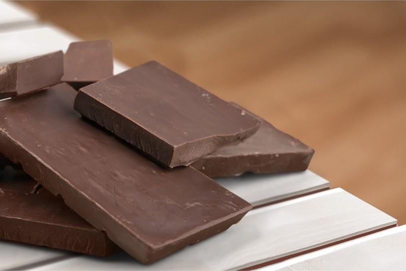Gorzka czekolada sposobem na piękną cerę? Dokładnie tak! /123RF/PICSEL