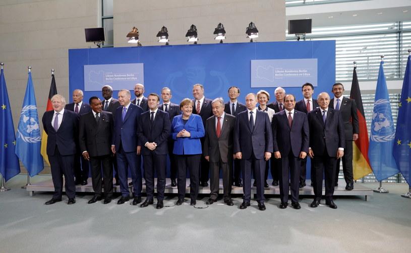 Goście berlińskiego szczytu dotyczącego Libii. Na zdjęciu widoczni między innymi Angela Merkel, Władimir Putin, Boris Johnson, Ursula von der Leyen, Recep Erdogan i Mike Pompeo. /OMER MESSINGER  /PAP