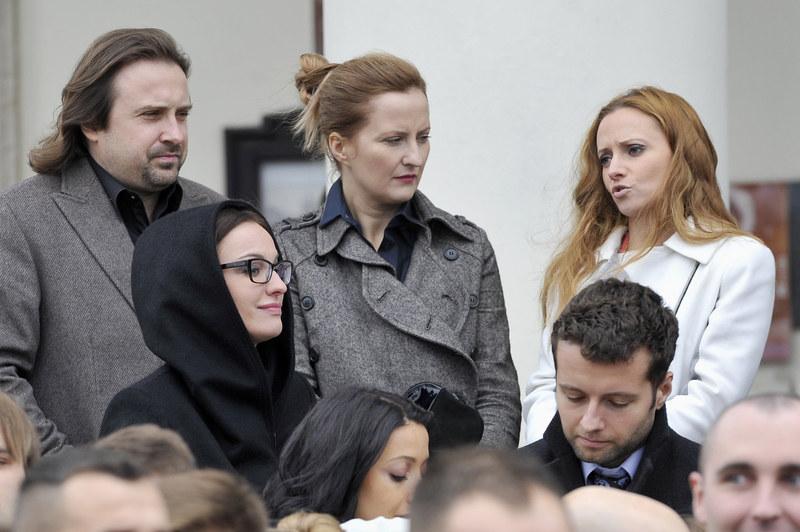Goście weselni: Maja Hirsch, Izabela Kuna i Oliwia Angerstein /Mieszko Pietka /AKPA