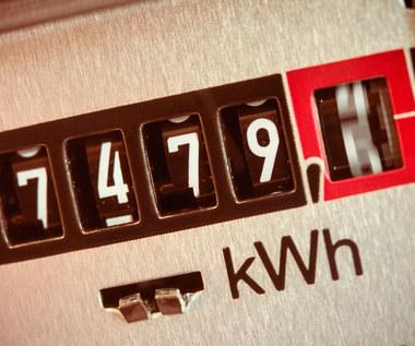Gospodarstwa domowe zużywają coraz mniej prądu