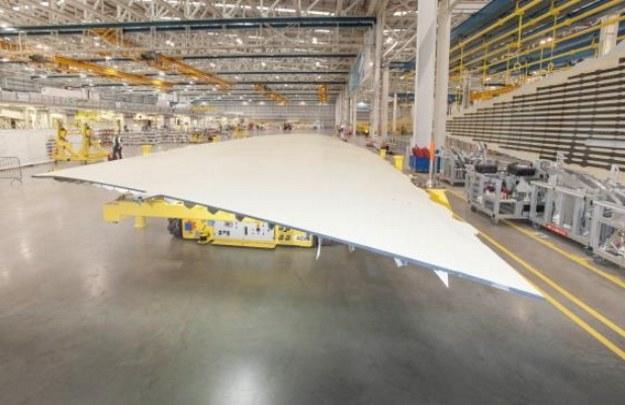 Gotowa do montażu pokrywa skrzydła A350-1000 (Broughton, Walia) /materiały prasowe