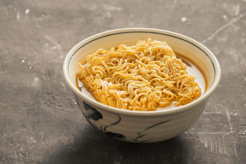 Gotowa zupka chińska /©123RF/PICSEL