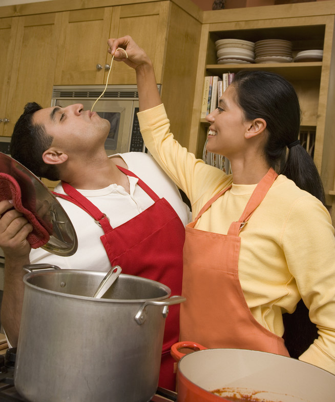 gotowanie makaronu /© Photogenica