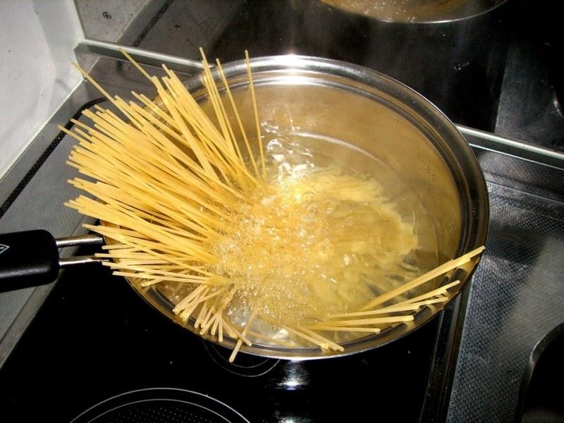 Gotowanie spaghetti porady /© Photogenica