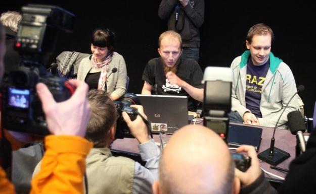 Gottfrid Svartholm Varg i Peter Sundin na konferencji prasowej z 2009 roku /AFP