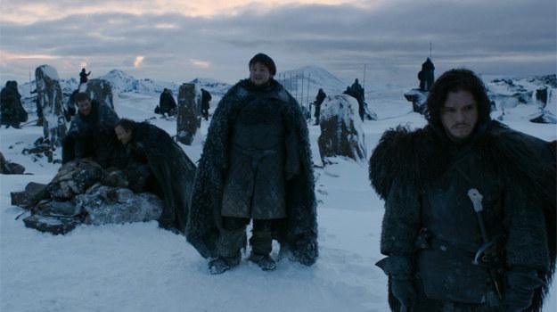 """""""Gra o tron"""" - Islandia: Prawdziwy śnieg, lód i wulkaniczne skały. Tu aktorzy nie musieli udawać przemarzniętych, bo islandzki wiatr był przeszywający, a wysoko w góry nie można było przetransportować ogrzewanych przyczep /materiały prasowe"""