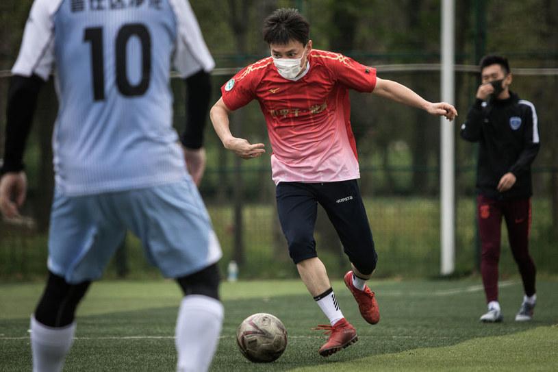 Gra w piłkę w mieście Wuhan, gdzie rozpoczęła się epidemia koronawirusa /Getty Images