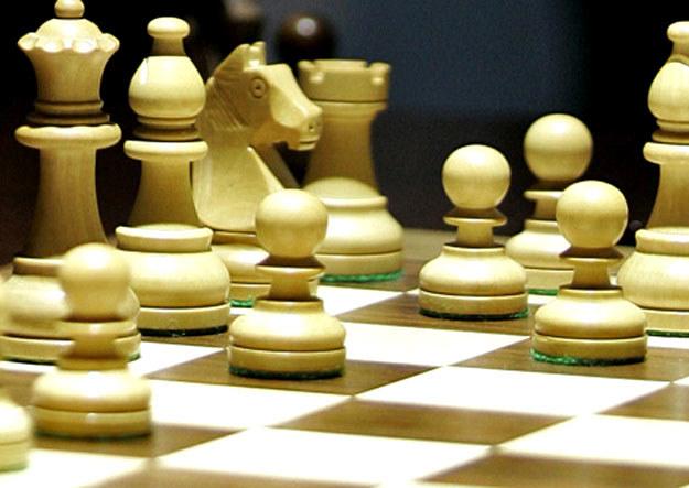 Gra w szachy poprawia koncentrację, pamięć i  analityczne myślenie. /AFP