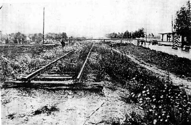 Grabówko na wschód od mostu w Opaleniu. Kilometr dalej była stacja Nowy Dwór Kwidzyński - widać szlaban graniczny /Archiwum autora
