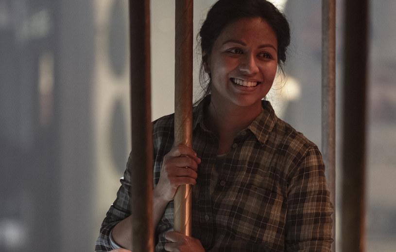 "Grace (Karen David) w 10. odcinku 5. sezonu ""Fear the Walking Dead"" /AMC /materiały prasowe"