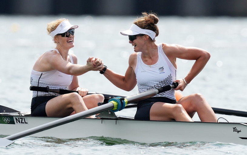 Grace Prendergast i Kerri Gowler triumfują /PAP/EPA