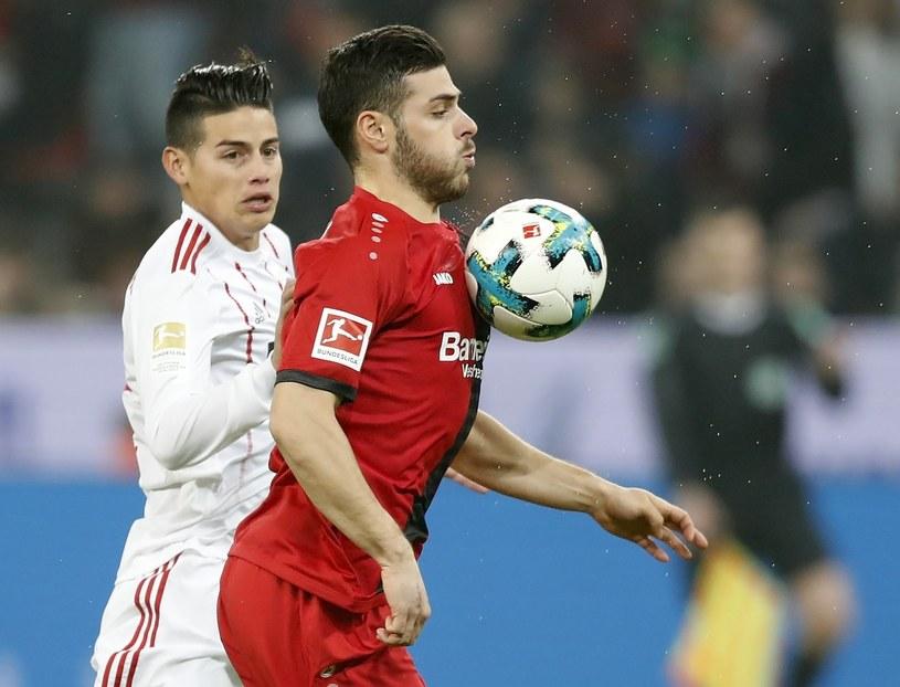 Gracz Bayeru Kevin Volland (z prawej) i James Rodriguez z Bayernu /PAP/EPA