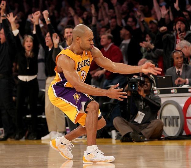 Gracz LA Lakers Derek Fisher cieszy się ze zdobycia punktów kluczowej akcji meczu z Dallas Mavericks /AFP