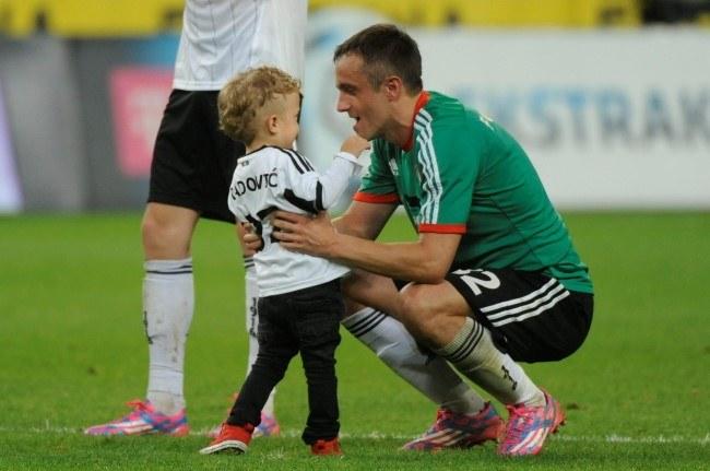 Gracz stołecznej Legii Miroslav Radović z synem /Bartłomiej Zborowski /PAP