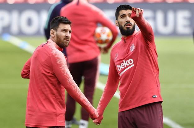 Gracze Barcelony Lionel Messi i Luis Suarez podczas treningu na Anfield Road /NEIL HALL /PAP/EPA