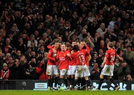 Gracze Manchesteru cieszą się ze zwycięstwa /AFP