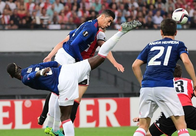 Gracze Manchesteru United - Paul Pogba (z lewej) i Chris Smalling /AFP