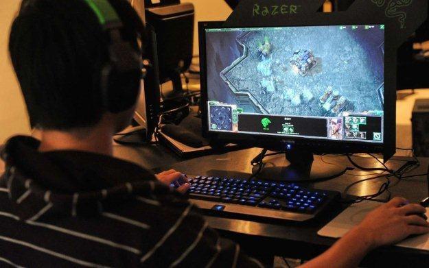 Gracze nie kupują dodatków do gier ze względu na słabe zabezpiecznie danych osobowych? /AFP