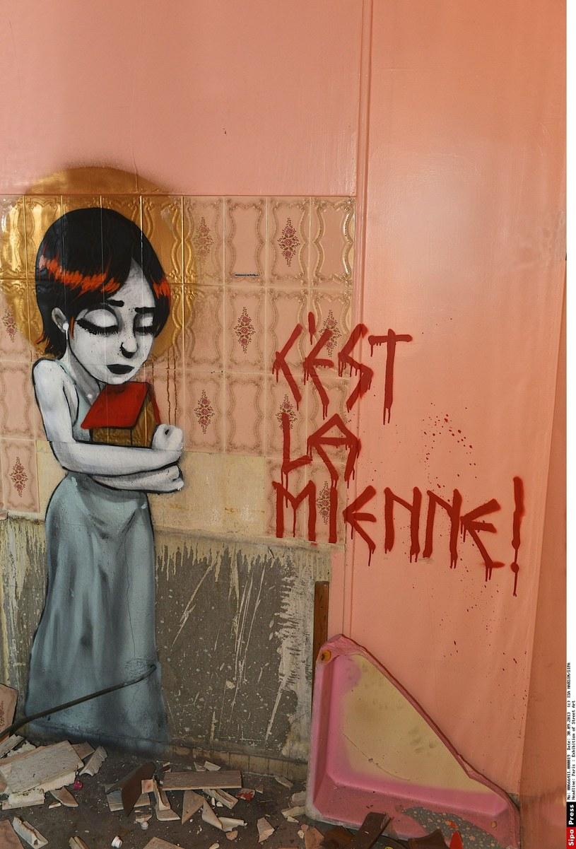 Graffiti na jednym z paryskich budynków /ISA HARSINSIPA /East News