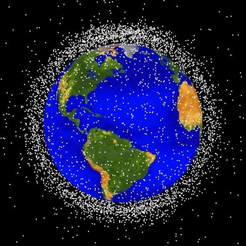Grafika NASA pokazująca skalę obecności kosmicznych śmieci /NASA