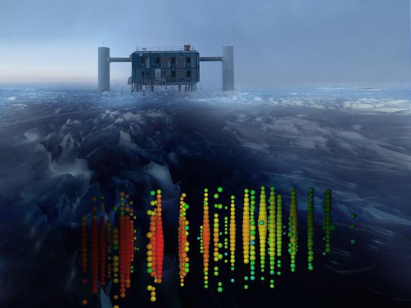 Grafika przedstawia jedno z najintensywniejszych przejść kosmicznych neutrin przez laboratorium IceCube na Biegunie Południowym /materiały prasowe