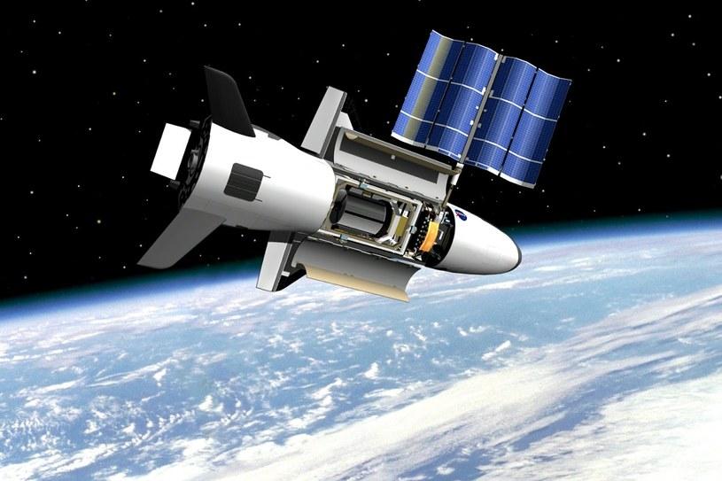 Grafika przedstawiająca X-37B na orbicie /materiały prasowe