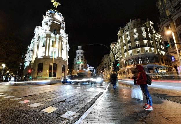 Gran Via - jedna z głównych ulic Madrytu /Guo Qiuda /PAP/Photoshot