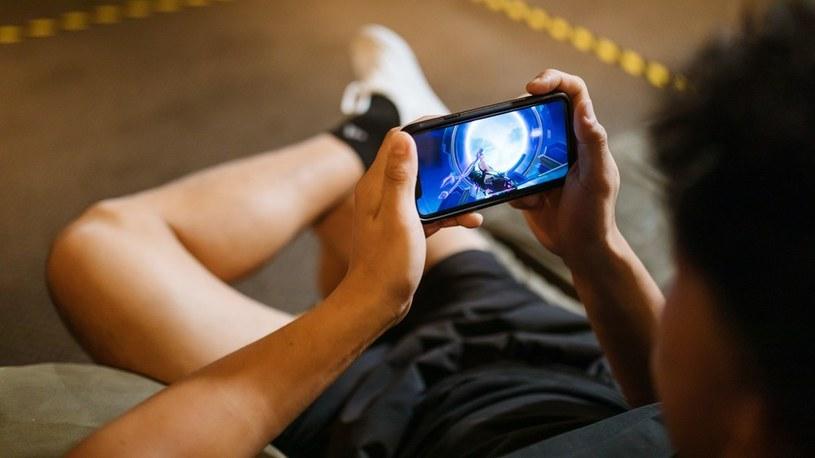 Granie na smartfonach zostawia inne platformy daleko z tyłu /Geekweek
