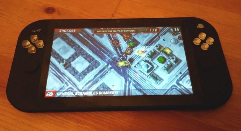 """Granie w """"zwyczajne"""" androidowe produkcje na Genesis TX77 nie sprawia problemów. Szkoda, że ekran nie jest o poziom lepszy /INTERIA.PL"""