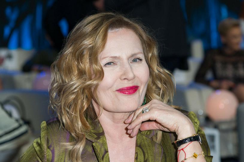 Grażyna Szapołowska udowadnia, że można starzeć się z klasą i wdziękiem. To atrakcyjna kobieta /Artur Zawadzki /Reporter