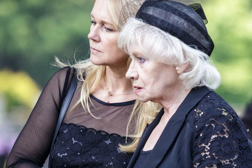 Grażyna Torbicka i Krystyna Loska pożegnały ukochanego tatę i męża /Marek Kuwak /Agencja FORUM