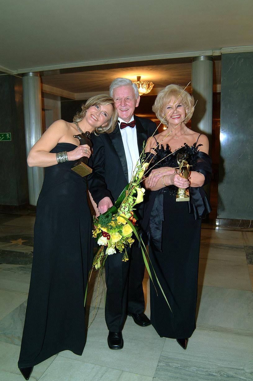 Grażyna Torbicka z rodzicami (2002) /AKPA