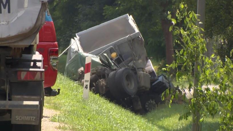 Grębiszew: Cztery osoby zginęły w zderzeniu auta z ciężarówką /Polsat News