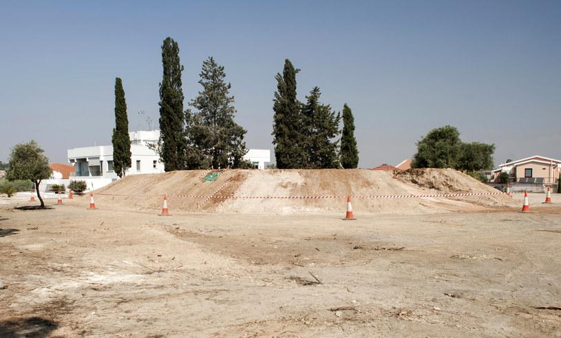 Greccy studenci grali w koszykówkę i odkryli starożytny grobowiec /IAKOVOS HATZISTAVROU /AFP