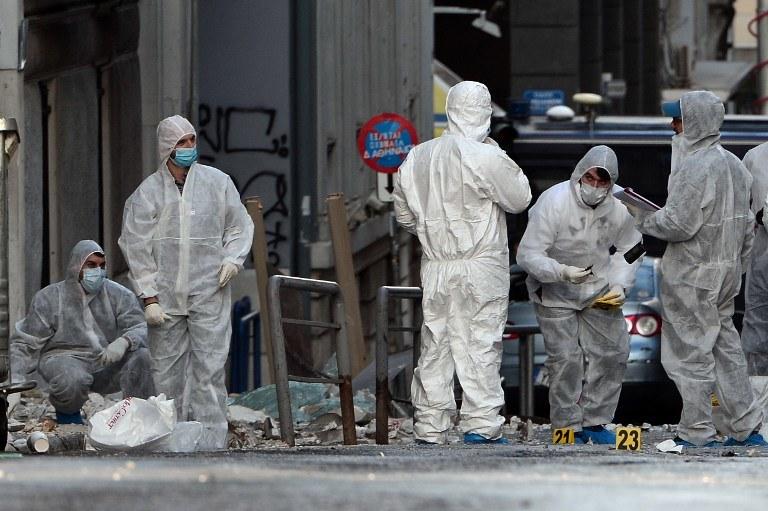 Greckie służby w miejscu eksplozji /LOUISA GOULIAMAKI / AFP /AFP
