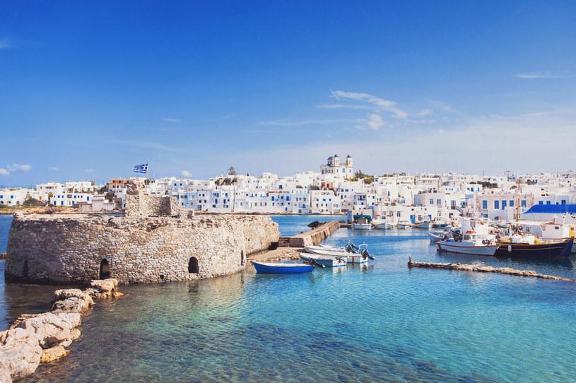 Greckie wyspy są niezwykle urokliwe,  dlatego Polacy chętnie wybierają ten kierunek /123RF/PICSEL