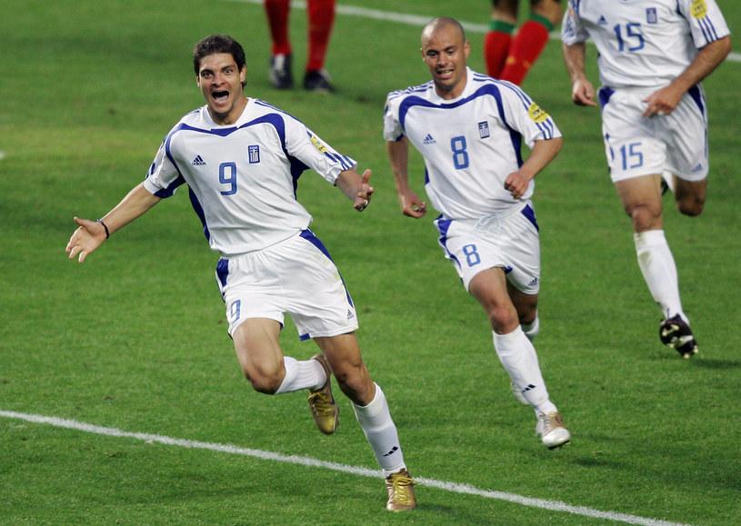 Grecy szaleją ze szczęścia po bramce w meczu finałowym z Portugalią /AFP
