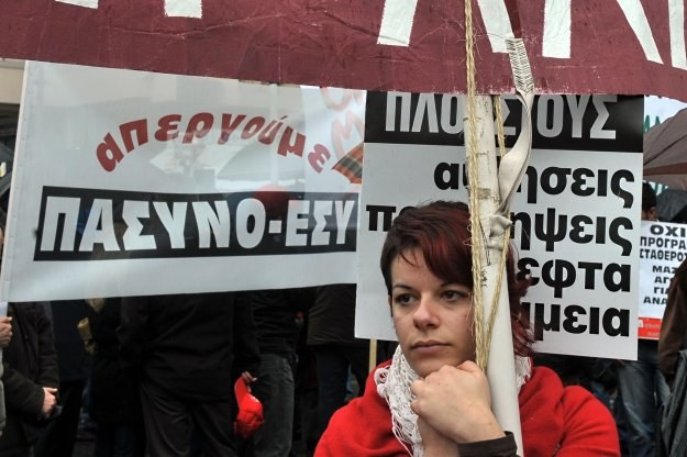Grecy zdają sobie sprawę, że cięcia wydatków budżetowych i podwyżki podatków są konieczne /AFP