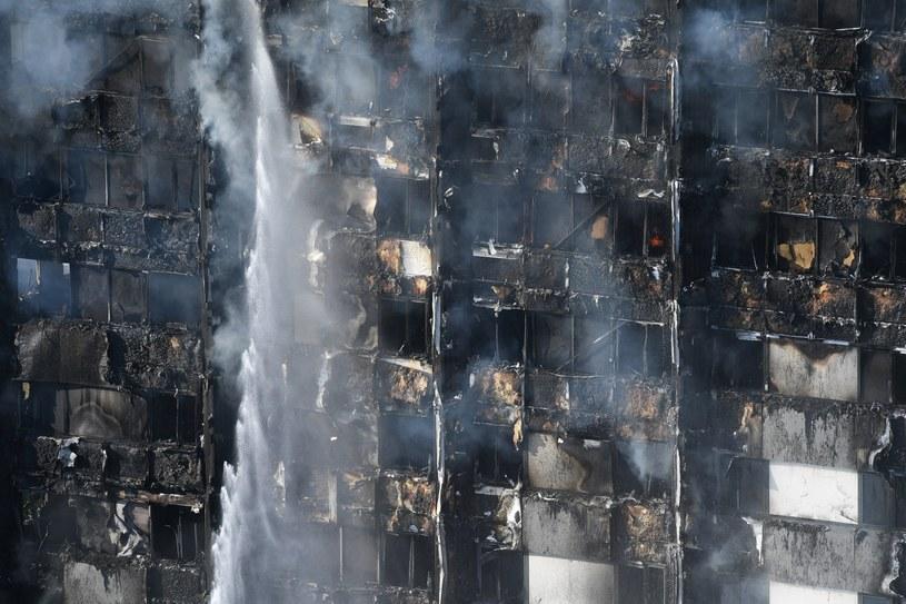 Grenfell Tower po pożarze /PAP/EPA