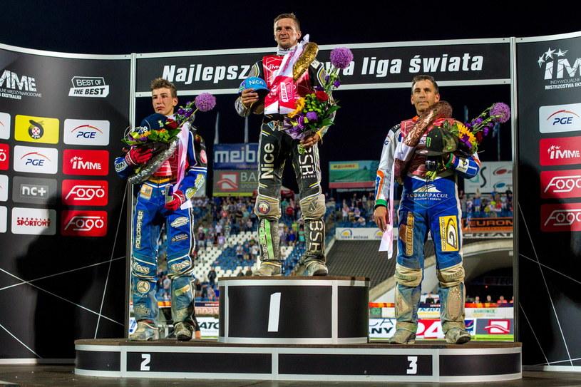 Grigorij Łaguta na najwyższym stopniu podium w Lesznie /Fot. Paweł Jaskółka /PAP