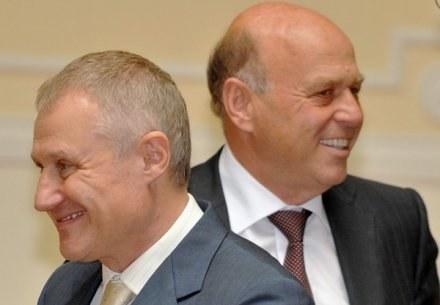 Grigorij Surkis, szef Ukraińskiego Związku Piłki Nożej i prezes PZPN, Grzegorz Lato (z prawej). /AFP