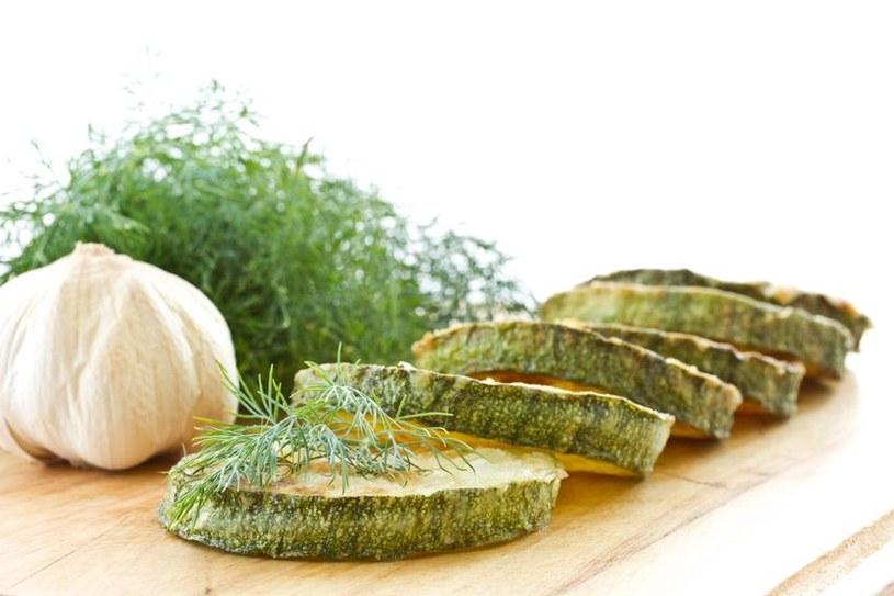 Grillowana cukinia jest pyszna solo i jako dodatek do mięs /123RF/PICSEL