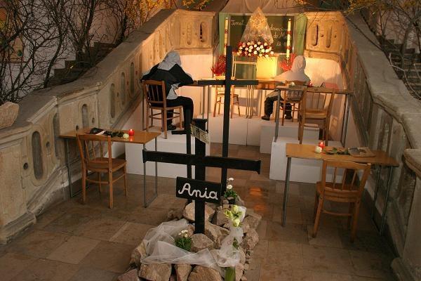 Grób Pański w kościele ojców pijarów w Krakowie w 2007, fot. Grzegorz Kozakiewicz /Agencja FORUM