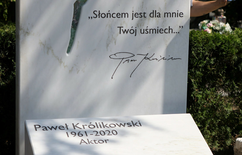 Grób Pawła Królikowskiego na Powązkach /Marek Zieliński /East News