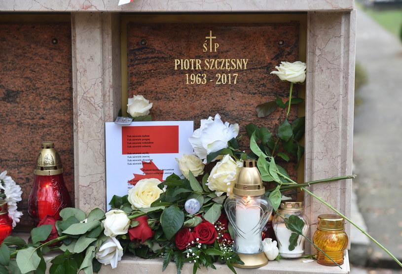 Grób Piotra Szczęsnego na cmentarzu Salwatorskim w Krakowie /Jacek Bednarczyk /PAP