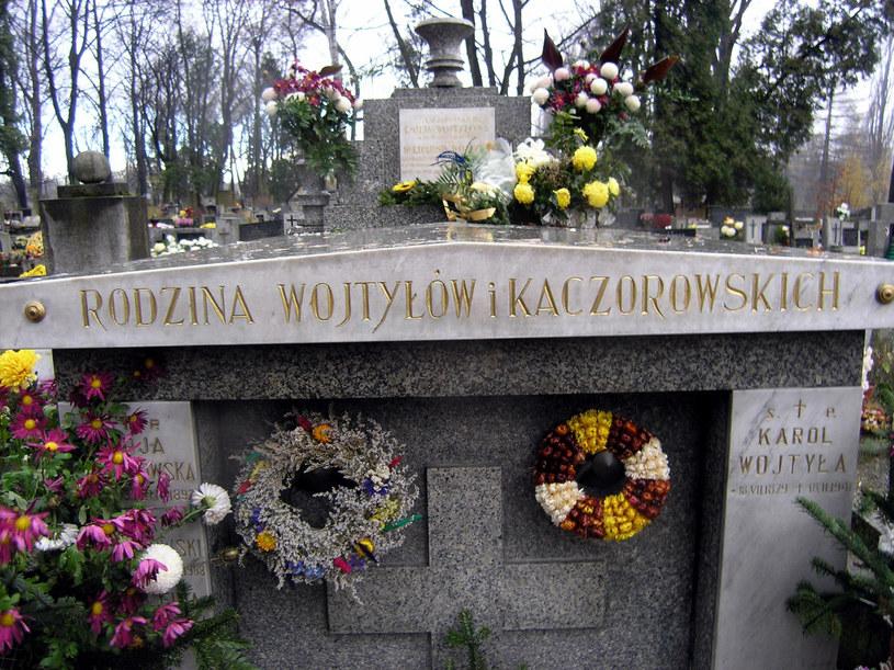 Grób rodziny Wojtyłów i Kaczorowksich, do którego zostało przeniesione ciało Emilii Wojtyłowej /Krzysztof Tadej/FOTONOVA /East News